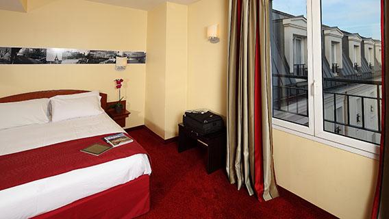 paris hotel family room nagpurentrepreneurs. Black Bedroom Furniture Sets. Home Design Ideas