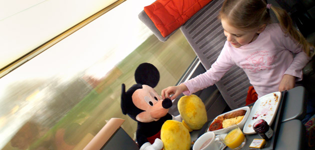 On the Eurostar™ you'll be whisked to Disneyland® Paris in no time!