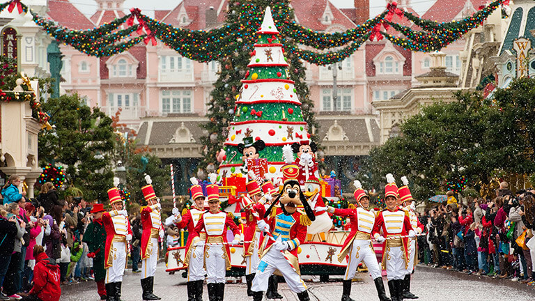 When Does Christmas Break Start.Disney S Enchanted Christmas Disneyland Paris