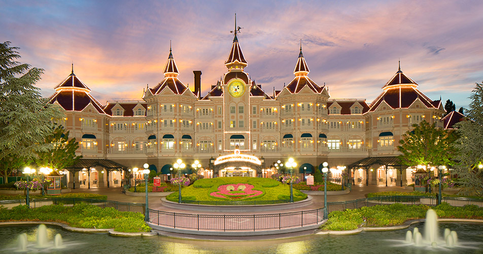 Disneyland hotel disney hotels disneyland paris for Hotels eurodisney