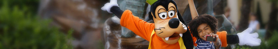 Goofy and guest at Walt Disney Studios Park