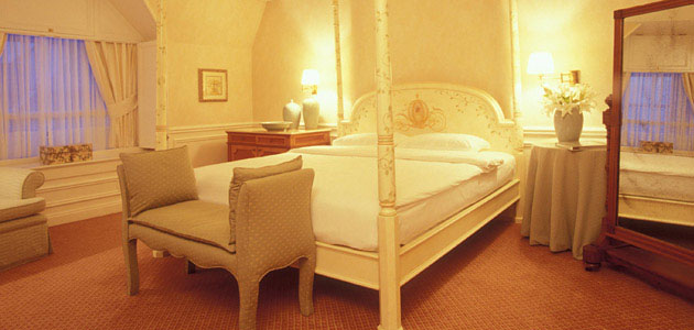 The Cinderella Suite, furnished with a king bed and a whirlpool bath, overlooking the Disneyland Park.