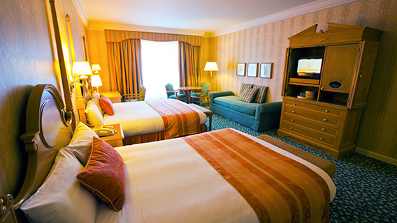 Disneyland hotel disney hotels disneyland paris for Family room accommodation