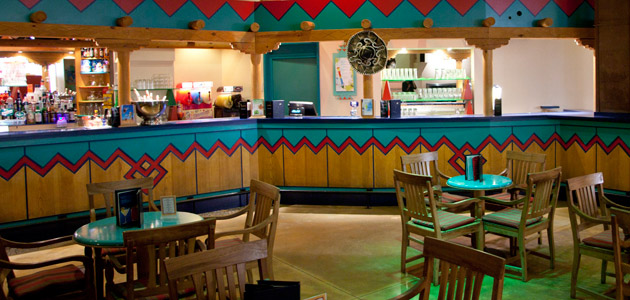 Enjoy live music and karaoke evenings in the Rio Grande bar