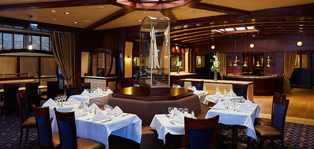 Enjoy international specialities at the Yacht Club restaurant