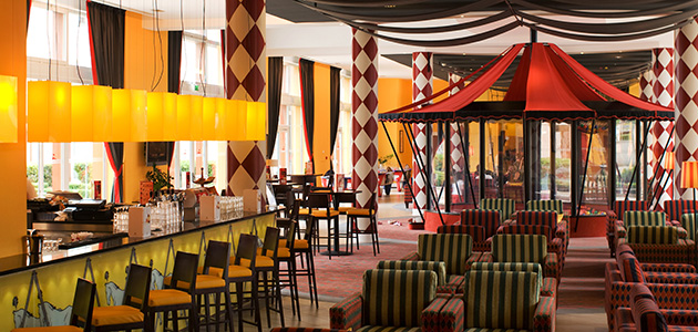 Sip on delicious beverages or enjoy a light bite to eat at the circus-themed Bar des Artistes.