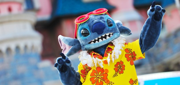Stitch dancing in the seasonal show A Merry Stitchmas