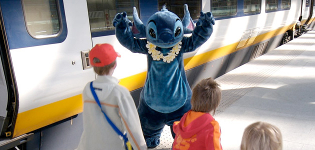 Stitch with kids at the Eurostar