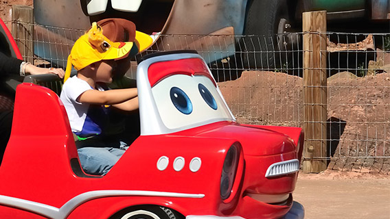 Zoom alongside Lightning McQueen at Toon Studio in Walt Disney Studios Park